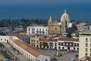 Plaza de la Aduana e a Igreja San Pedro Claver, no centro da Cartagena antiga. Foto Margi Moss.