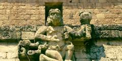 Templo II com estátua do Deus do Vento. Copan.
