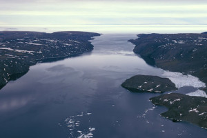O gélido estreito de Bellot, onde fica a Ponta Zênite, no Canada. Foto Margi Moss